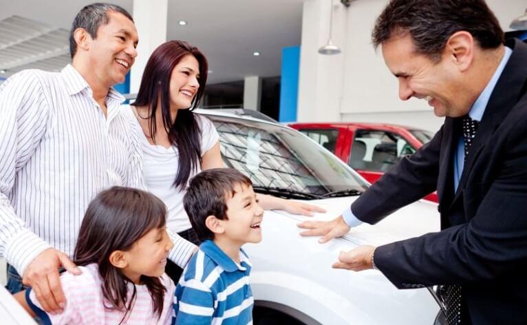 купить семейный автомобиль