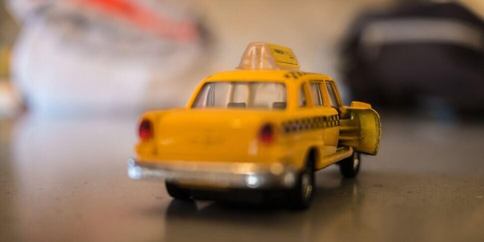 Машина для такси эконом-класса