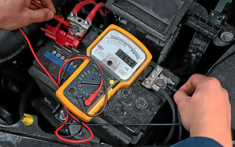 Измерение напряжения аккумулятора