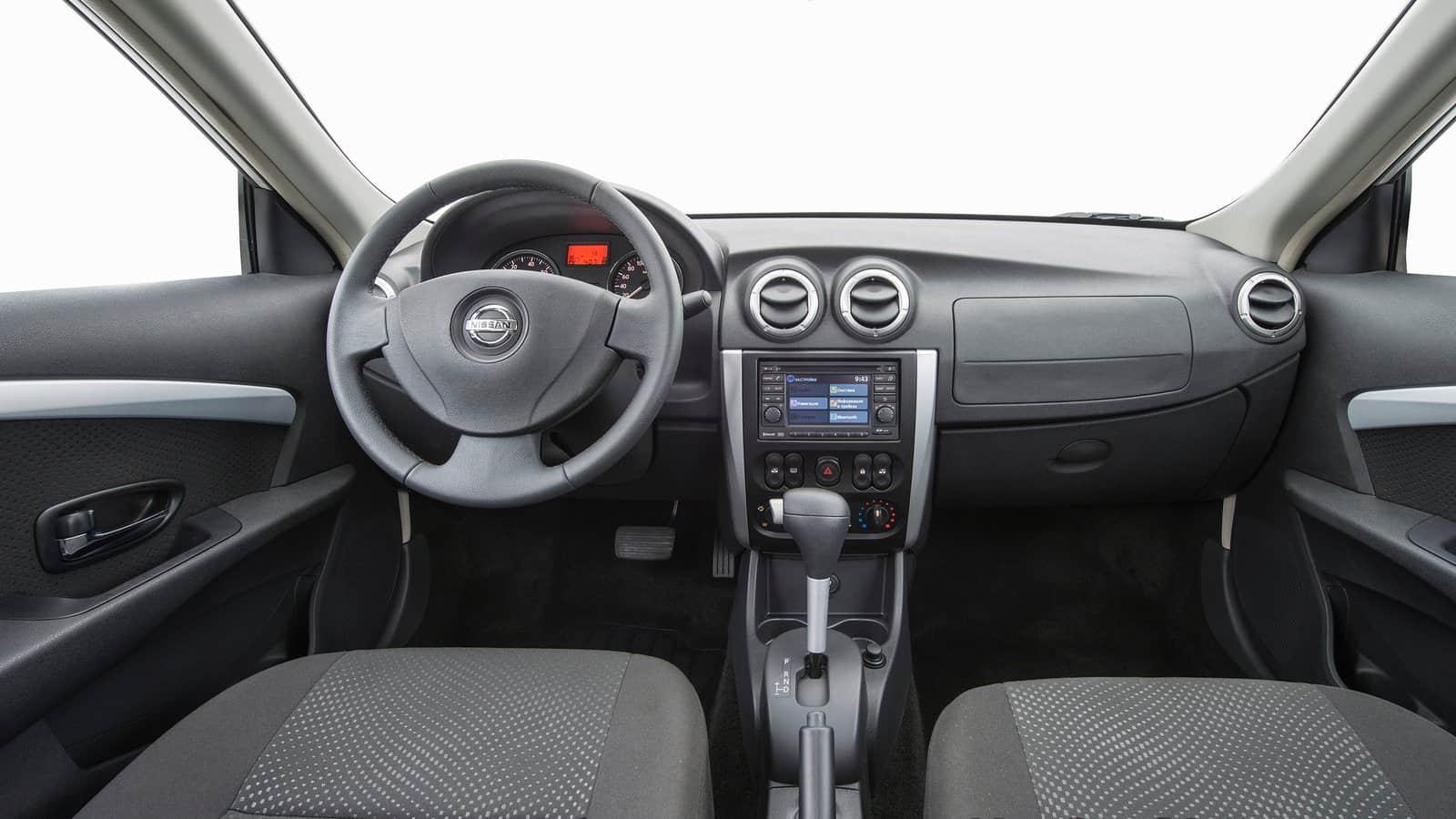 minusy-Nissan-Almera