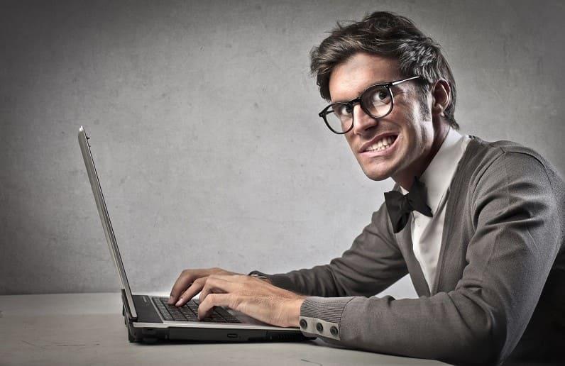 хитрый мужик за компьютером