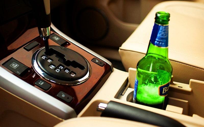 пьет за рулем