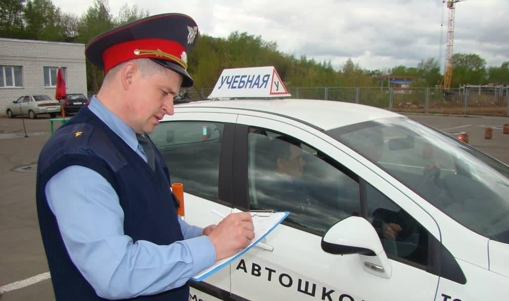 Можно ли сдать экзамен на права и получить водительское удостоверение без обучения в автошколе