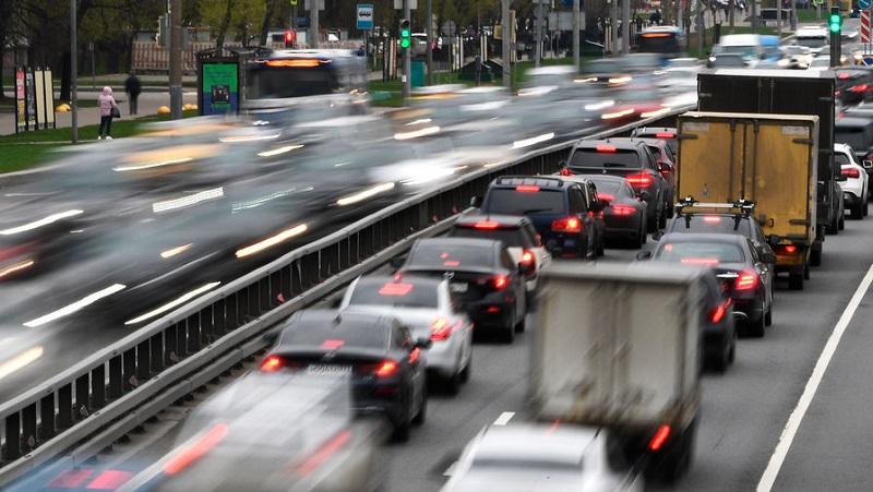 Камеры на дорогах начнут распознавать выключенные фары автомобилей