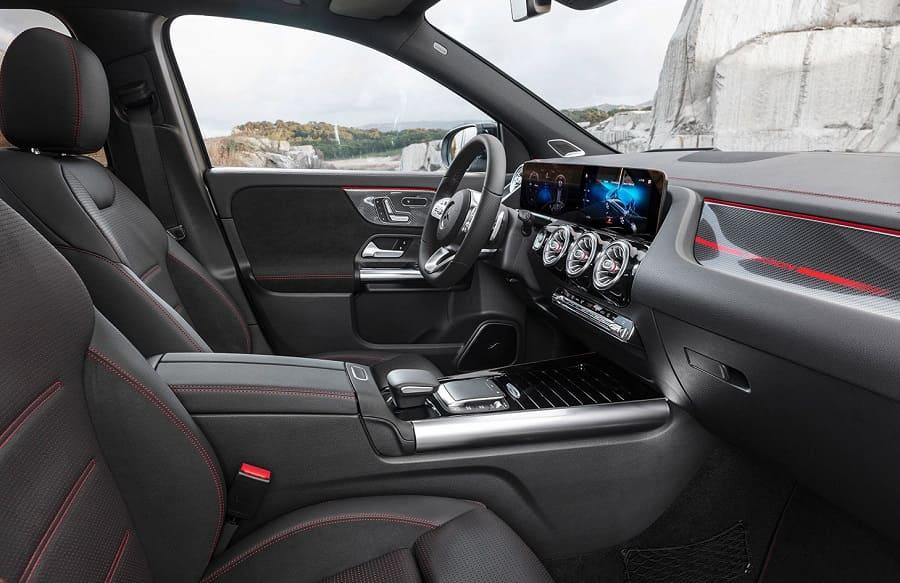 Mercedes-Benz-GLA-2021