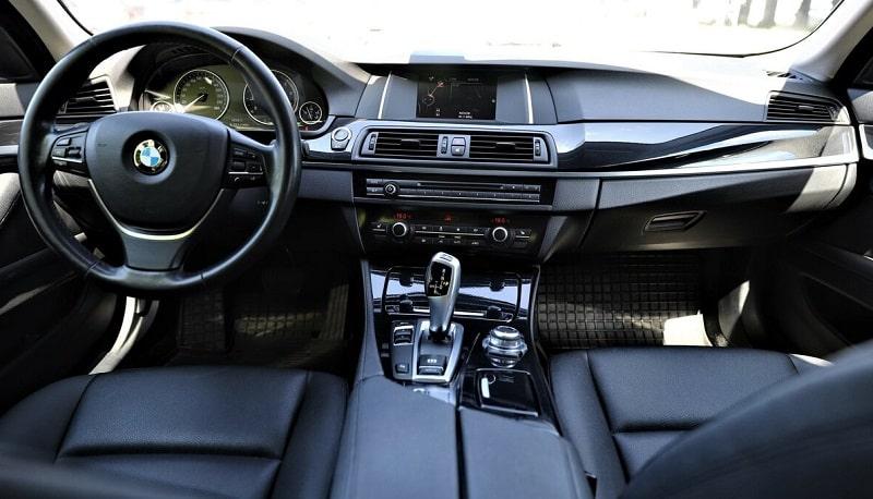 BMW 5 серии F10 салон