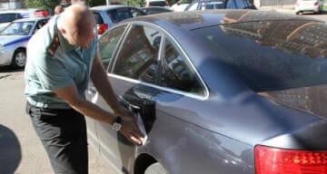 Машина в аресте у приставов, что делать