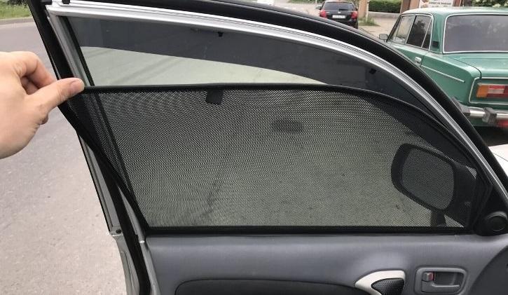 За шторки и сетки на окнах авто можно лишиться водительских прав