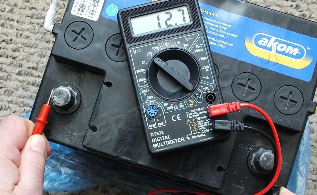 Для проверки батареи также потребуется мультиметр