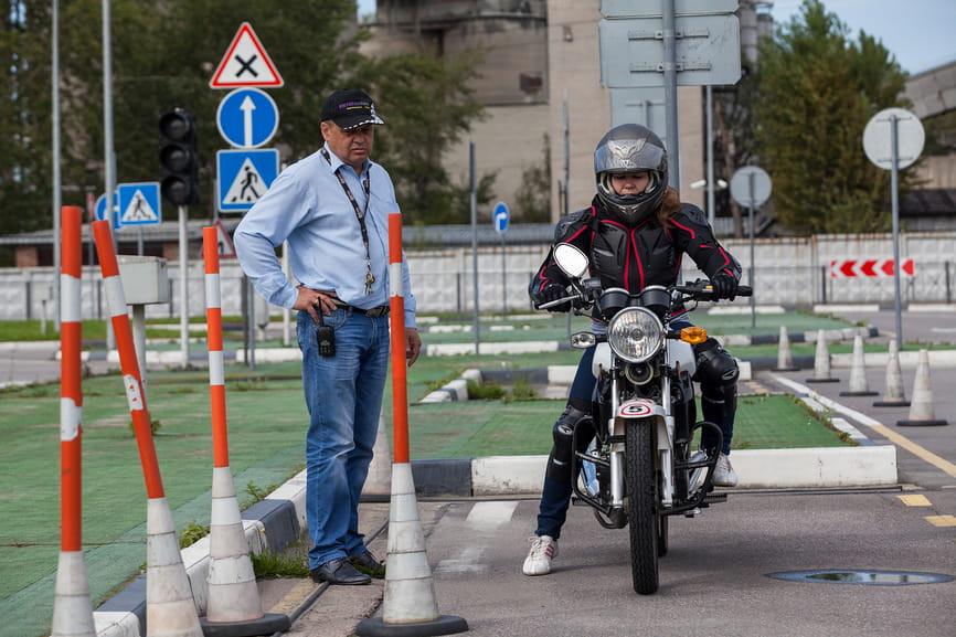 obuchenie-ezdy-na-motocikle